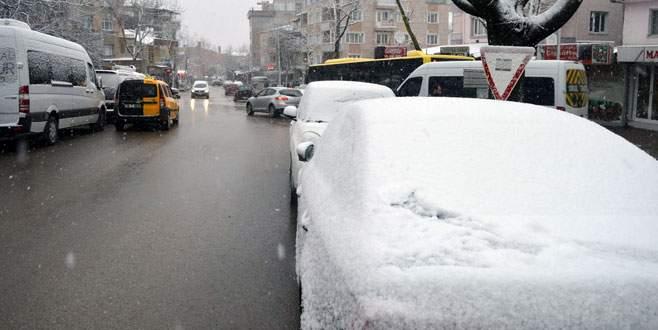Bursa'da yoğun kar yağışı etkili oluyor!