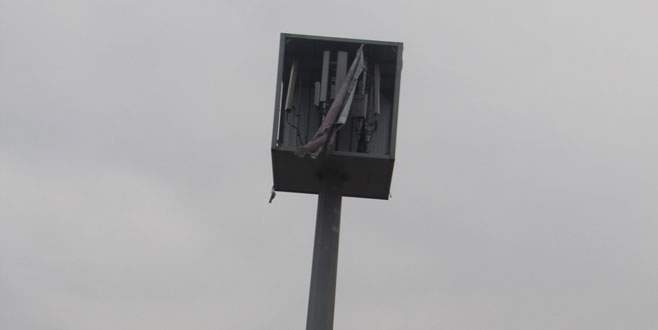 Bursa'da reklam panosundan çıkan şey pes dedirtti!