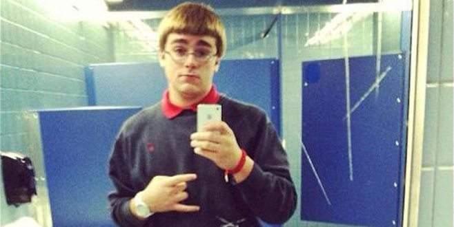 Arkadaşını öldürdü, cesediyle selfie çekti!