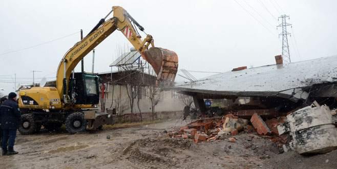 Osmangazi'de kaçak yapılar yerle bir edildi