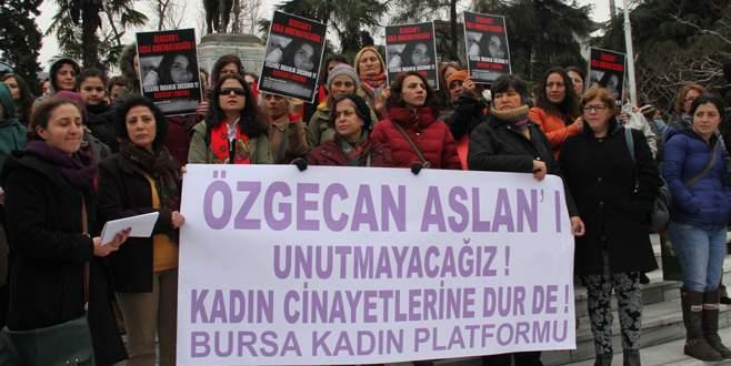 Bursalı kadınlar, öldürülen Özgecan için eylem yaptı
