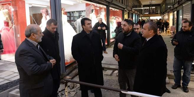Başkan Dündar Gelinlikçiler Çarşısı'nda