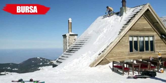 5 yıldızlı otelin çatısından snowboard ile atladılar