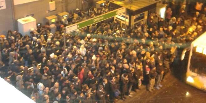 İstanbul'da kar metrobüs seferlerini vurdu