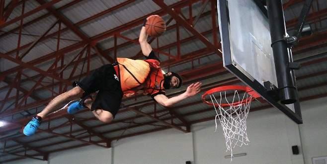 Uçan basketçiler nefes kesti