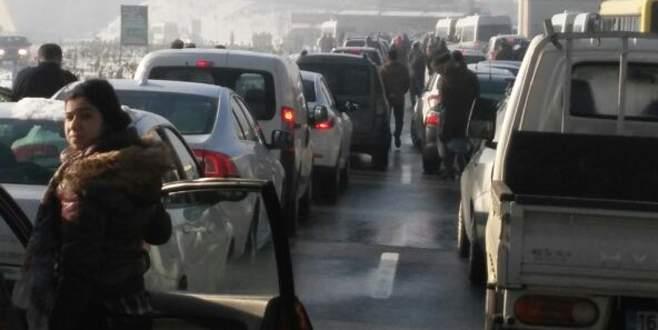 Bursa'da zincirleme kazada 100'ü aşkın araç birbirine girdi