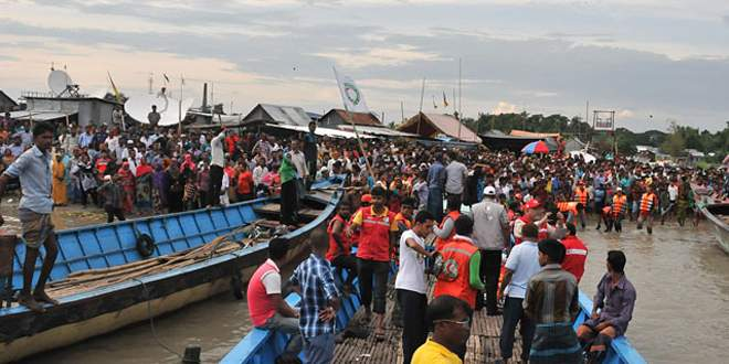 Bangladeş'te feribot alabora oldu