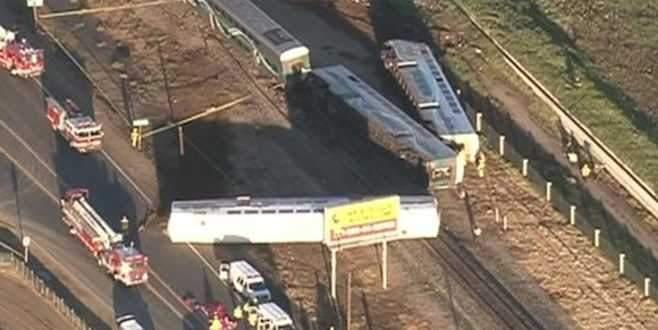 Yolcu treni kamyonla çarpıştı!
