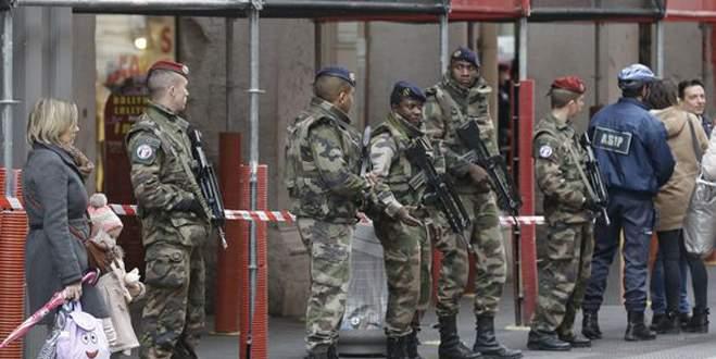 Franasa'da üç gazeteci gözaltında