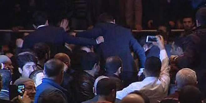 Ahmedinejad konuşurken olay çıktı!