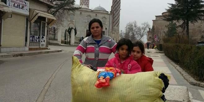 Bir anne ve iki kızının zorlu yolculuğu