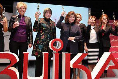 Bursa'da başarılı kadınlar ödüllendirildi