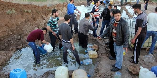 Su değil petrol! Köylüler akın etti!