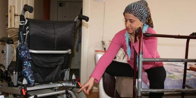 Engelli kadının aracının aküsünü çaldılar!