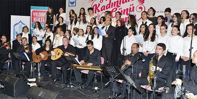 Başkan Edebali kadınlar için şarkı söyledi