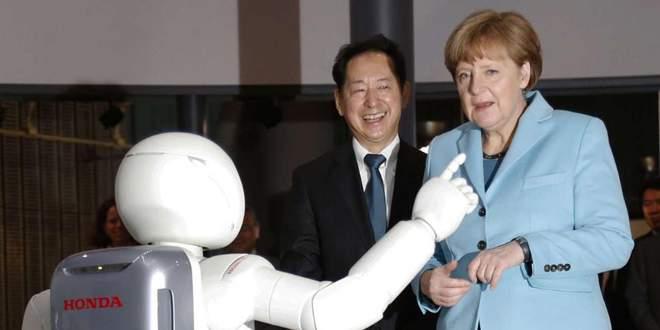 Merkel- Asimo dostluğu