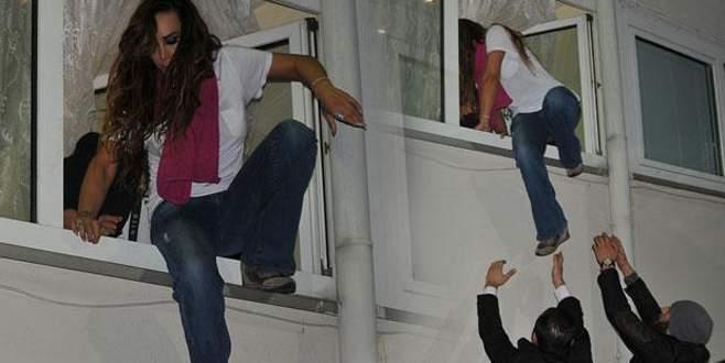 Kulisin penceresinden kaçtı