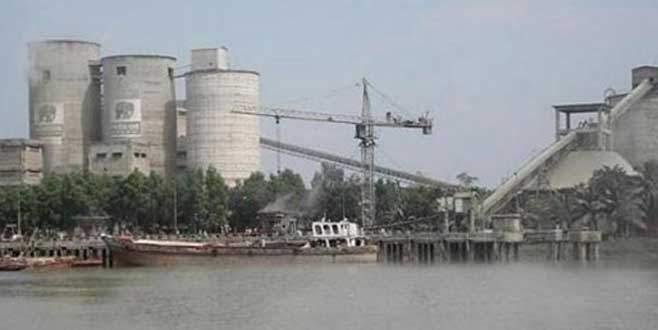 Çimento fabrikası çöktü