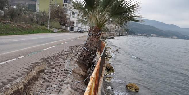 Fırtına Kurşunlu sahillerini dağıttı