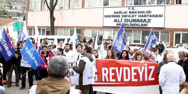 Bursa'da sağlık çalışanları iş bıraktı