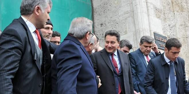 Ali Babacan, cuma namazını Ulucami'de kıldı