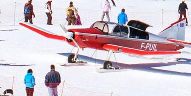 Kayakçı kadına uçak çarptı