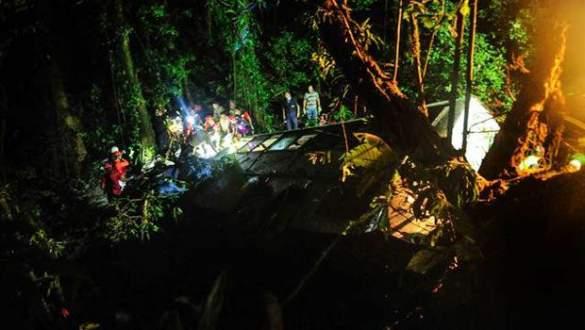 Yolcu otobüsü uçuruma yuvarlandı: 51 ölü