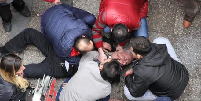 Bu kez vatandaşlar, doktorun hayatını kurtardı
