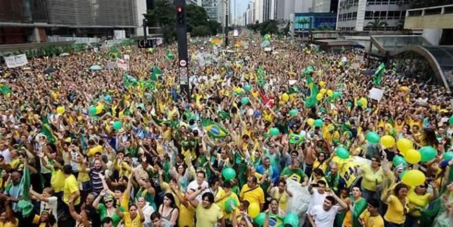 Brezilya'da halk yolsuzluk protestosuna akın etti