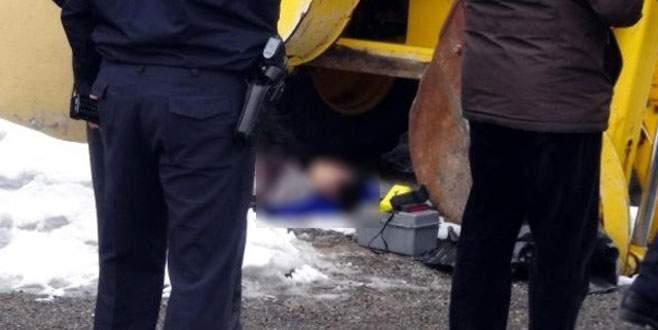 Genç kadını katledip aracın altına attılar