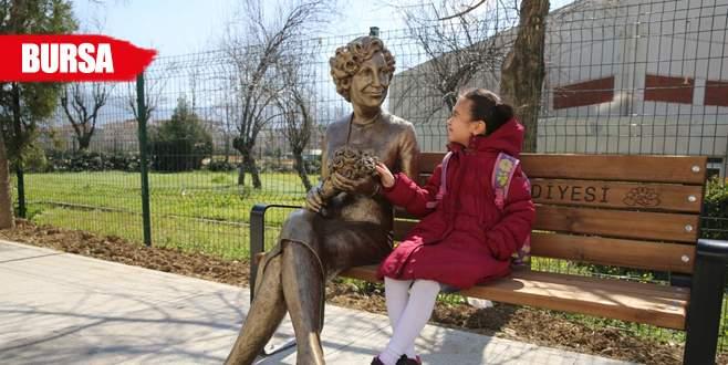Nilüfer Belediyesi unutulmaz isimleri heykelleştirdi