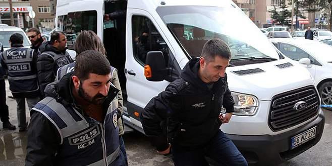 Mahkemeye sevk edilen 6 polisten 2'si tutuklandı