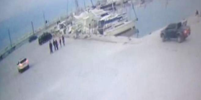 Bursa'da lüks jipin denize uçma anları kamerada