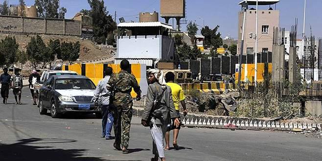 Hadi'nin konutuna hava saldırısı düzenledi