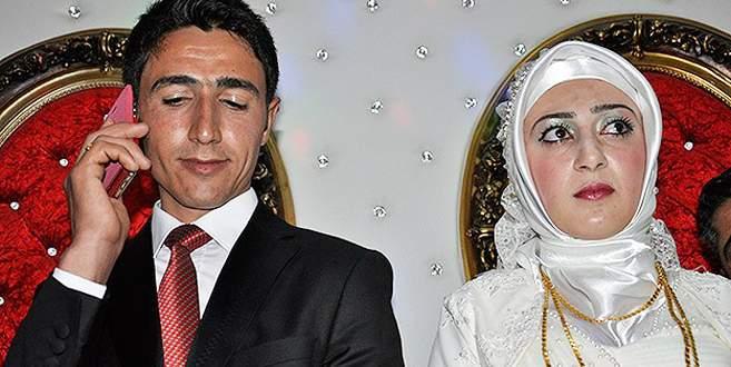 Davutoğlu PKK'dan ayrılan genci düğününde aradı