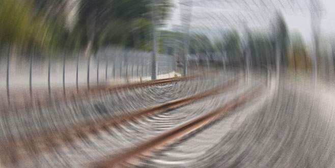Tren raydan çıktı: 15 ölü