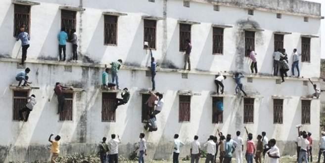 Hindistan'da kopya skandalı