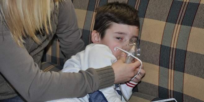 7 yaşındaki minik Kayra karnından besleniyor!