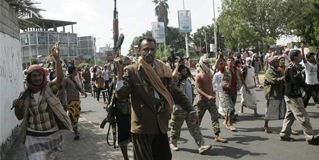 İsyancılar Taiz'i ele geçirdi