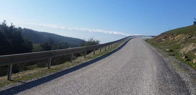 Yola çelik bariyer yapıldı