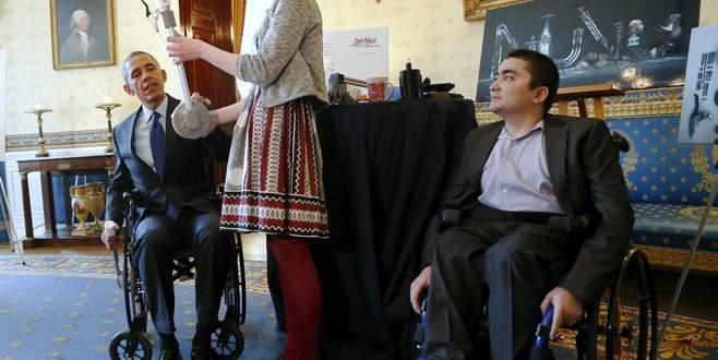 Obama tekerlekli sandalyede