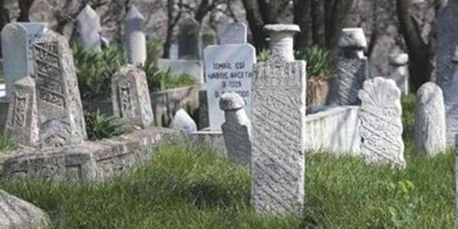 Mezar taşları kanalizasyonda kullanılmış