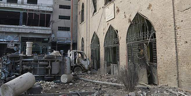 Şam'da camiye hava saldırısı