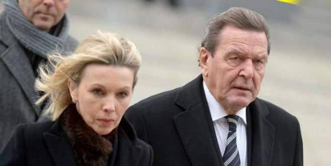 Schröder 4. kez boşanıyor
