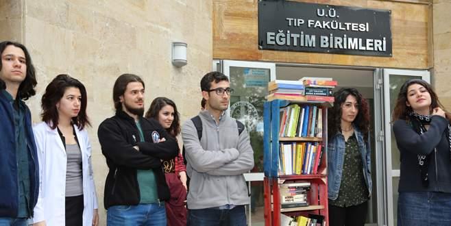Kütüphaneye engel