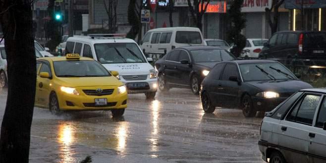 Sağanak yağış Bursa'yı teslim aldı!