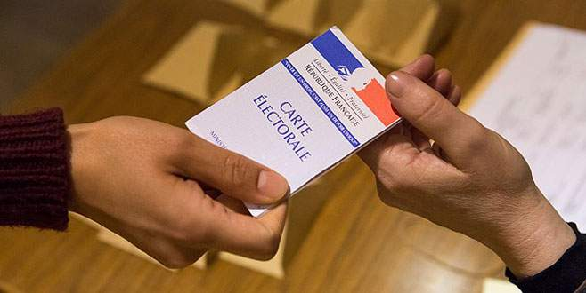 Fransa'da yerel seçimlere Sarkozy darbesi