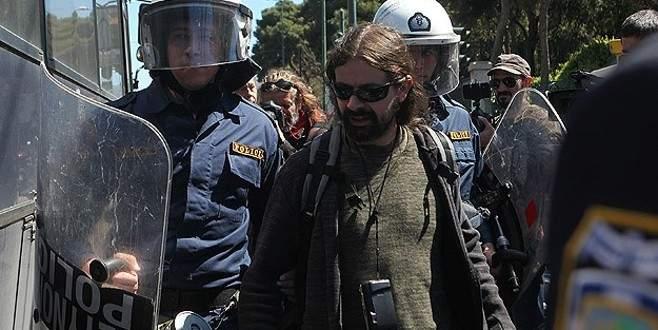 İktidar karşıtları mecliste gösteri yaptı
