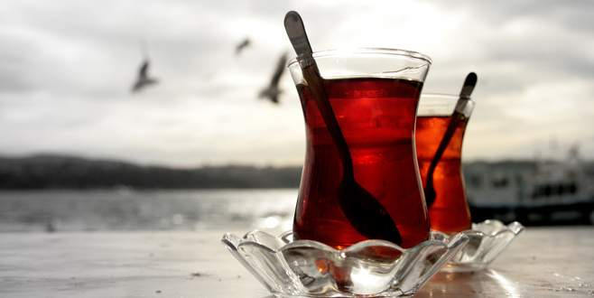 Bardak bardak içti ve…