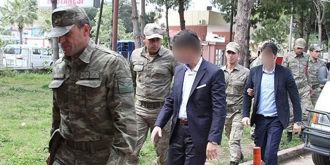 24 asker gözaltında
